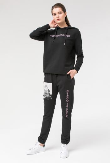 Спортивные брюки с надписью и аппликацией